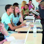 Etudiants universitaires dans une salle de cours